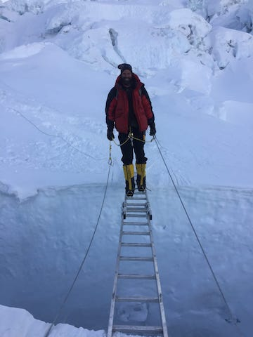 Paul Valin Everest Le petit journal de Singapour