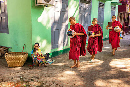 S. Chaboureau / The Offering / Mandalay, Myanmar / 2014