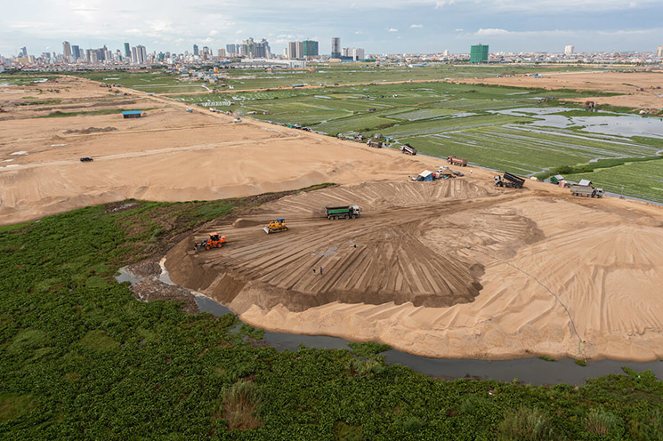 Sand is being used to fill Tompoun Lake to create land for a massive.jpg