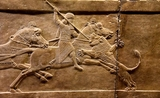 An Age of Luxury: the Assyrians to Alexander Roi Ashurbanipalsur son cheval. Alabaster bas-relief de Nineveh - 645-635 BCE au British Museum