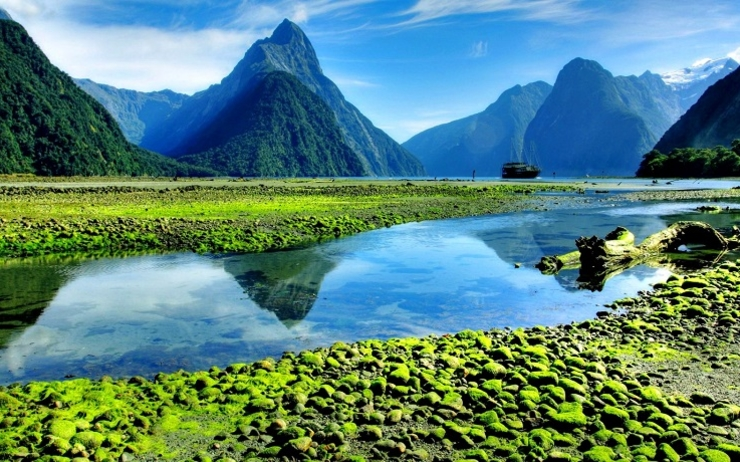 lakes-milford-sound-fiord-new-zealand-lake-serenity-amazing-clear-mountain-rocks-quiet-sky-water-nice-greenery-beautiful-reflection-cliffs-mirrored-peaks-green-fullscreen-wallpaper
