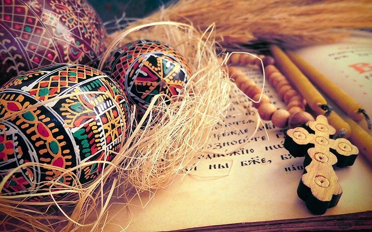 web3-easter-eggs-cross-still-life- paques Liban(1)