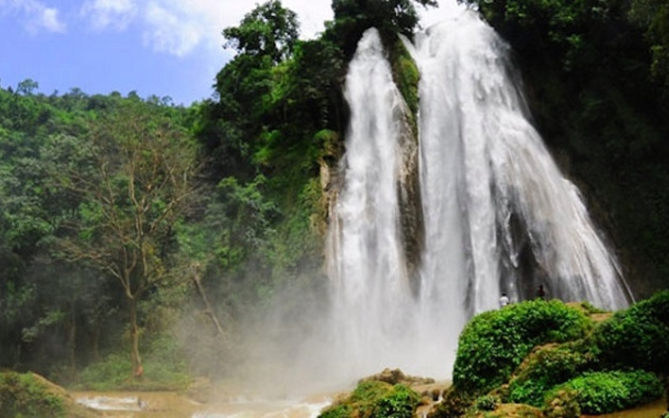 Daw Waterfall en Birmanie