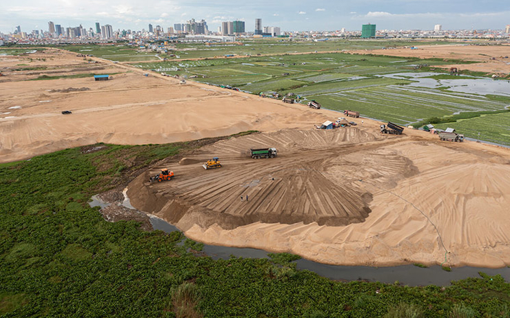 Sand is being used to fill Tompoun Lake to create land