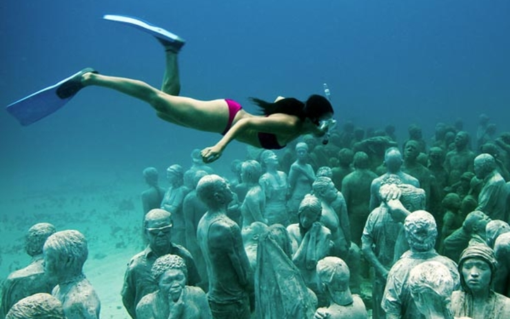 underwater-sculpture-park-cancun-mexico-wide-diver_30895_600x450